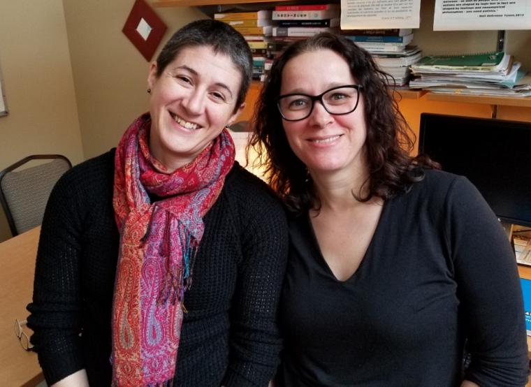 La professeure et directrice de l'École de politique appliquée, Isabelle Lacroix et la professeure Karine Prémont seront les deux animatrices de cette baladodiffusion à saveur politique.