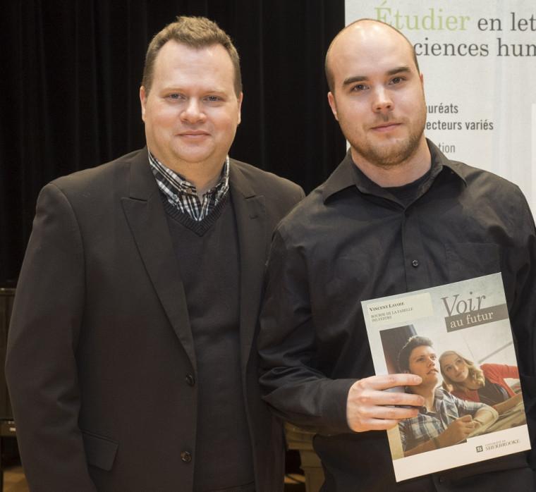 Professeur Mario Boivin, directeur de l'École de musique de l'UdeS et Vincent Lavoie, lauréat du Concours de concerto de l'OUS.
