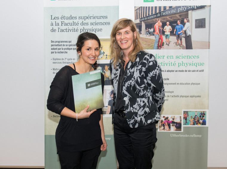 La doyenne Isabelle Dionne et Marie-Line Dallaire, récipiendaire du prix Incarnation des valeurs de la FASAP.