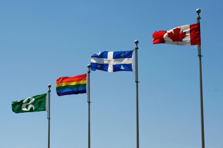 Le drapeau arc-en-ciel fait rayonner les valeurs de respect, d'inclusion et de diversité.