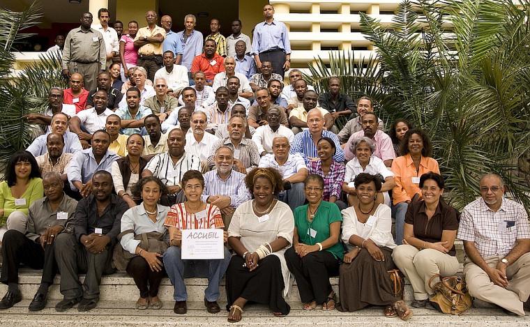 Ingénieurs et architectes lors d'une formation en génie parasismique organisée par le CUSM en Haïti.