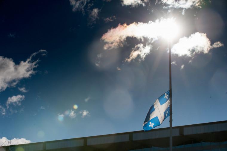 Afin d'honorer la mémoire des victimes de la COVID‑19, une journée de commémoration nationale se tiendra le 11mars2021, etil y aura mise en berne nationale du drapeau du Québec.