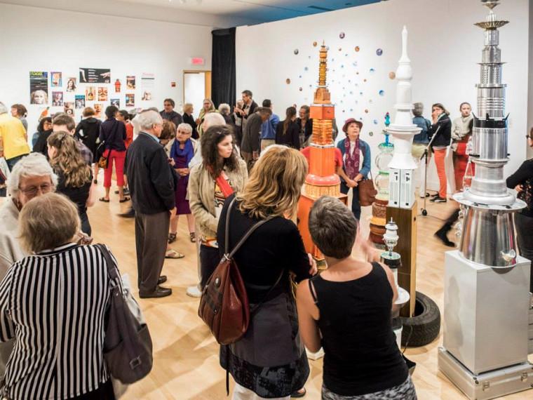 Vernissage de l'exposition Tour de table, présentée par les finissantes et finissants du diplôme de 2ecycle en pratiques artistiques actuelles de l'UdeS.
