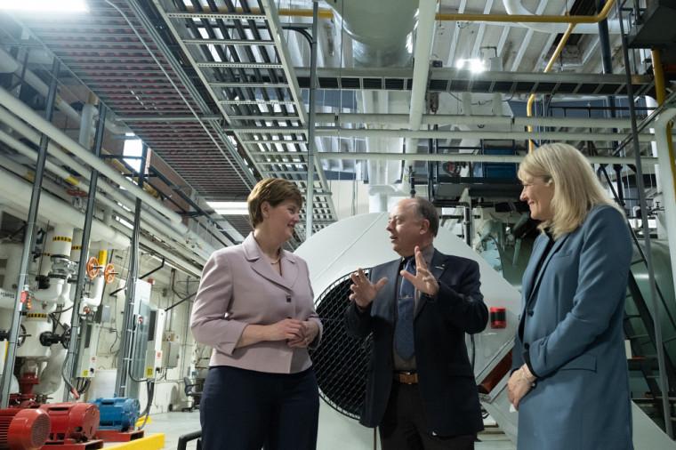 Marie-Claude Bibeau, ministre de l'Agriculture et de l'Agroalimentaire et députée de Compton-Stanstead, a profité de son passage à l'UdeS pour visiter la centrale d'énergie et constater la pertinence des sommes consacrées pour la modernisation des installations.