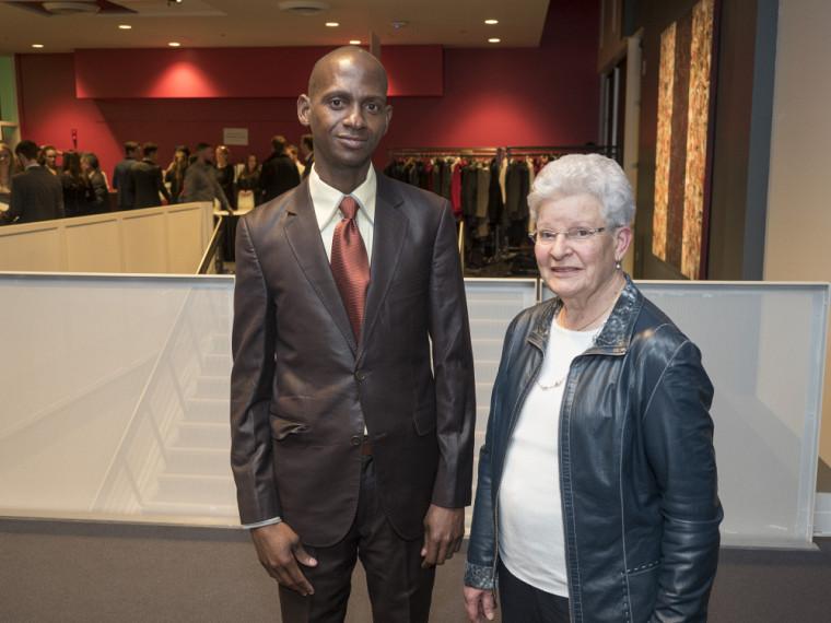 Suzanne Philips-Nootens en compagnie de Sahi Justin Houngnibo.