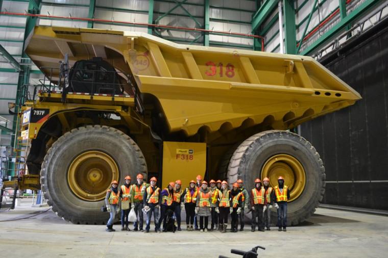 Les étudiants sur les lieux des installations d'ArcelorMittal Exploitation minière Canada(Mont-Wright).