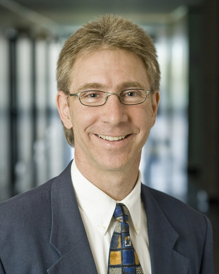 Louis Vaillancourt, professeur titulaire à la Faculté des sciences de l'activité physique, enseignera le cours ERC305.