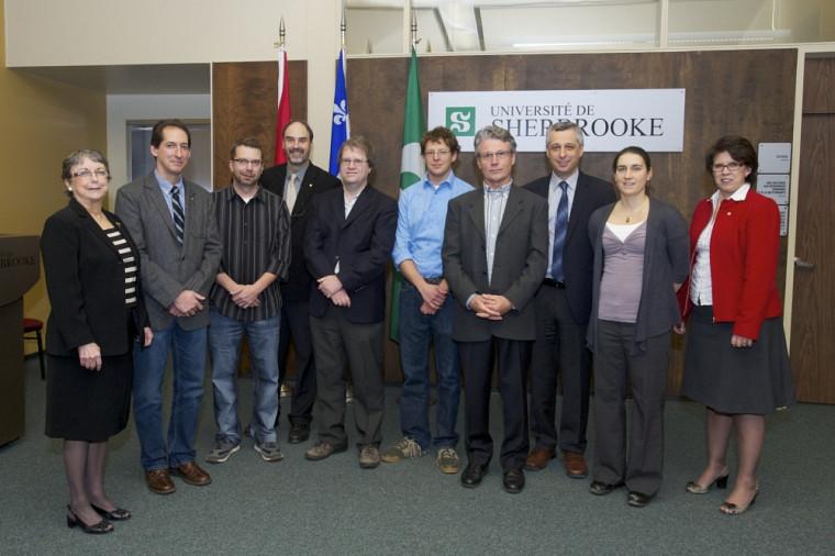 Huit des chercheurs honorés par l'UdeS participaient à la cérémonie du 4décembre. Ils sont accompagnés du vice-recteur Jacques Beauvais (4esur la photo).