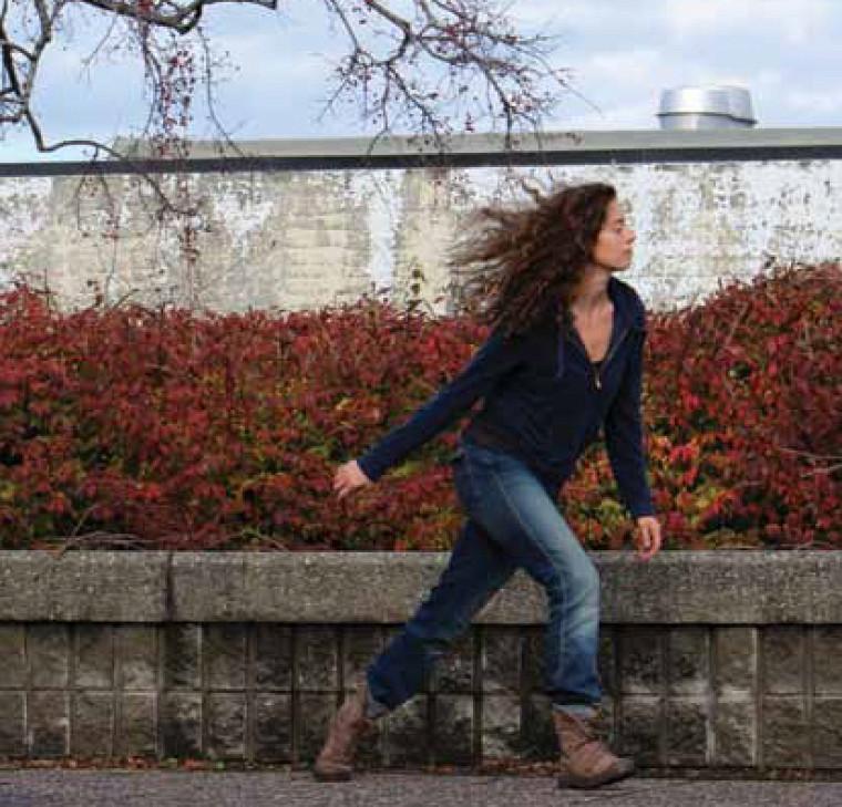 La projet Danse trajet de Josianne Bolduc tente de traduire le dialogue entre l'artiste et sonenvironnement.