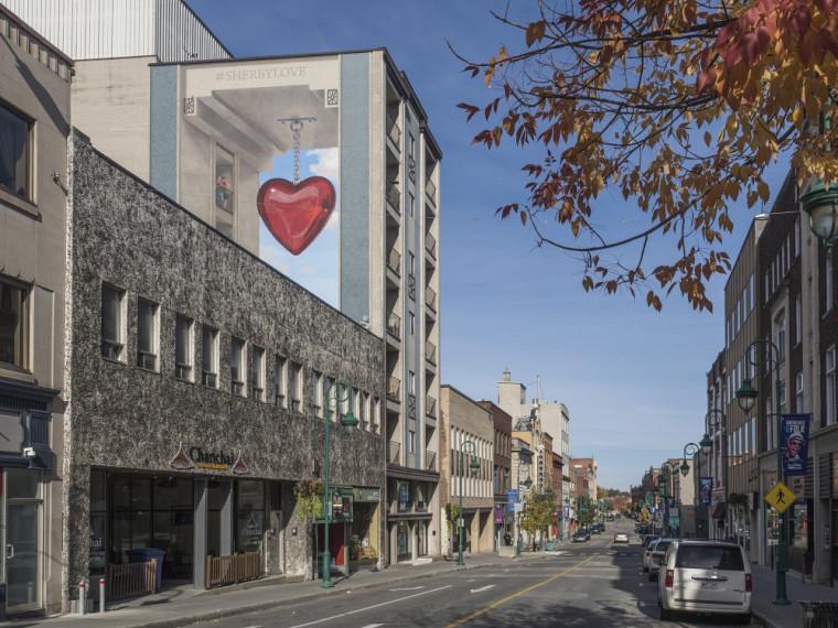 Vue de la rue Wellington Nord | Murale #SherbylovePhoto : Université de Sherbrooke