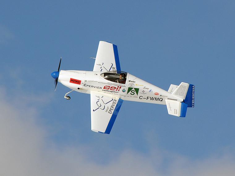 L'avion Épervier piloté par David Rancourt, actuellement étudiant au doctorat en génie mécanique