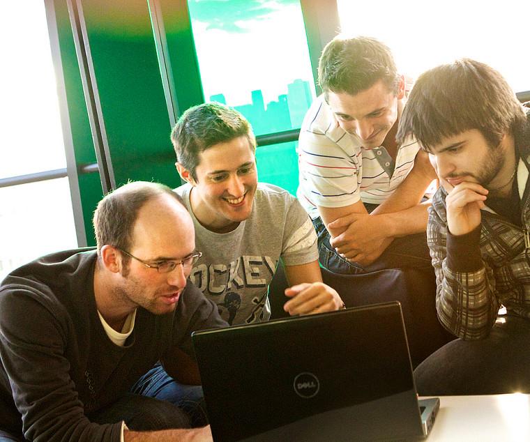 Des étudiants au diplôme de 2ecycle en développement du jeu vidéo.