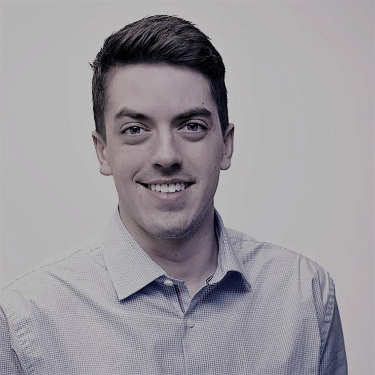 Jean-Simon Campbell, diplômé de l'École de politique appliquée aujourd'hui associé chez DACTYLO communication design.