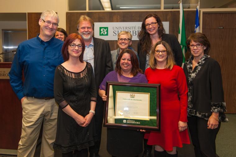 L'équipe responsable de la réforme du baccalauréat en service social a reçu le prix Grande distinction volet «équipe».