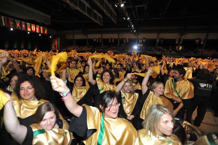 Les diplômés de la cohorte 2011, nouvellement investis de leurs nouvelles couleurs.