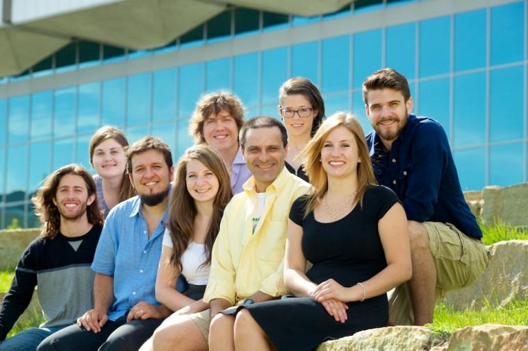 Olivier, Laurence, Stéphane, Gina, Pascal-André, Robert, Maude, Marie-Pier et Adrien croient qu'éducation et philanthropie vont bien ensemble.