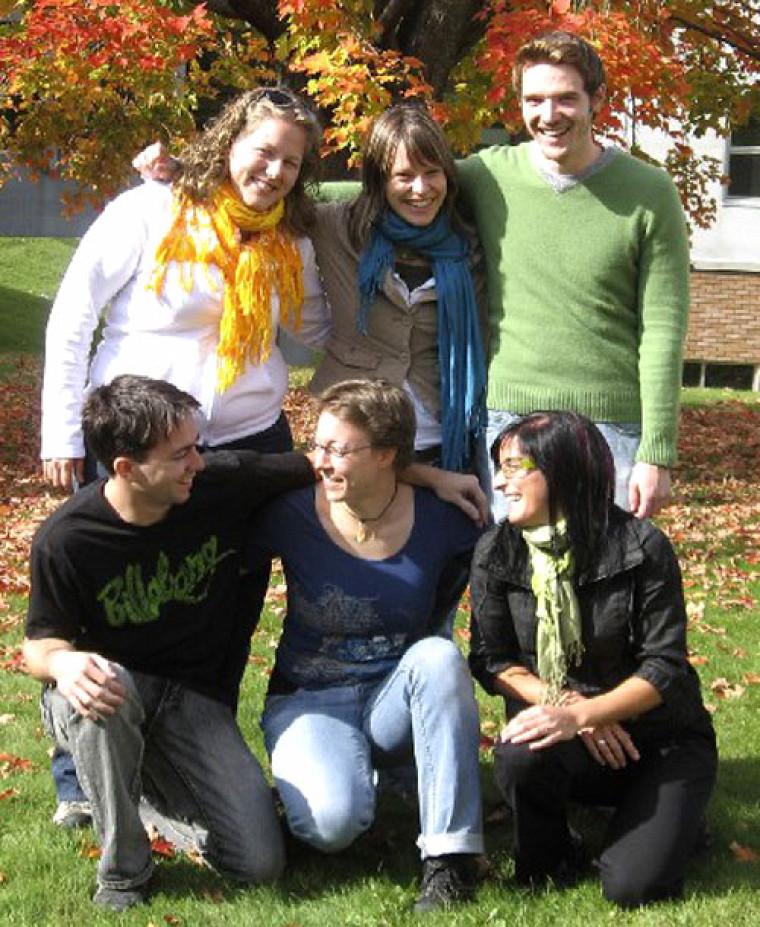 Ces six étudiantes et étudiants de l'UdeS étaient en stage en Saskatchewan du 8novembre au 19décembre. En haut: Valérie Nadeau, Julie Lacombe et Maxime Gaudreau. En bas: Vincent Nolet, Yvonne Buhlmann et Marie-Pier LaRocque.