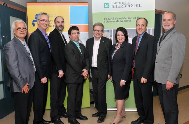 Les représentants des organismes qui composent le Réseau universitaire intégré de santé de Sherbrooke et le scientifique en chef du Québec, Rémi Quirion, ont tenu un point de presse le 9 mai.