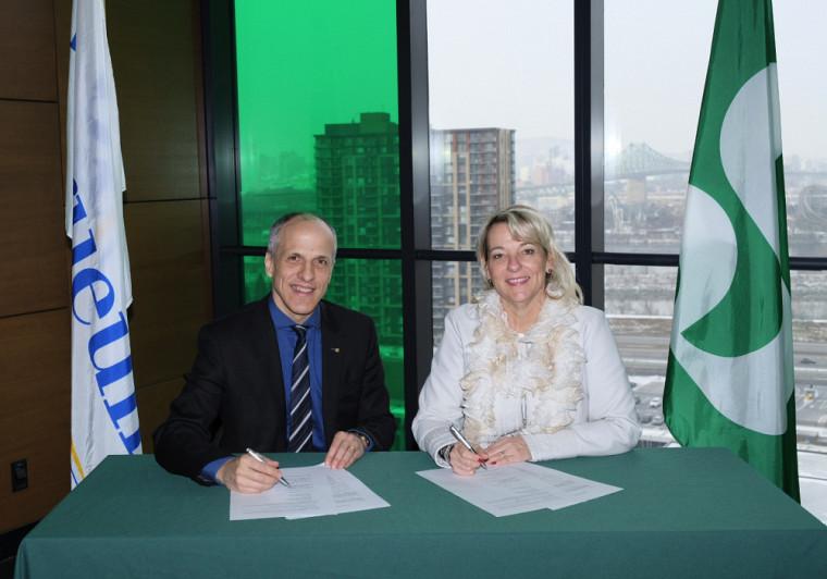 Le recteur de l'UdeS, le professeur Pierre Cossette, et la mairesse de Longueuil, Sylvie Parent, ont procédé aujourd'hui à la signature officielle de cette nouvelle entente de partenariat.
