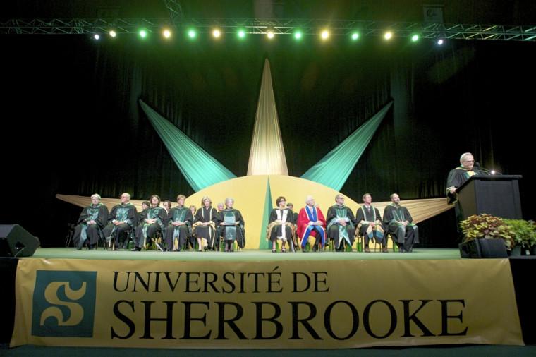 La cérémonie principale du 23septembre accueillait les cohortes de diplômés de2012.