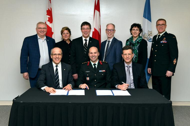 Le Collège militaire royal de Saint-Jean et l'Université de Sherbrooke ont paraphé une entente de collaboration visant le développement d'activités de recherche et l'encadrement d'étudiantes et d'étudiants aux études supérieures.