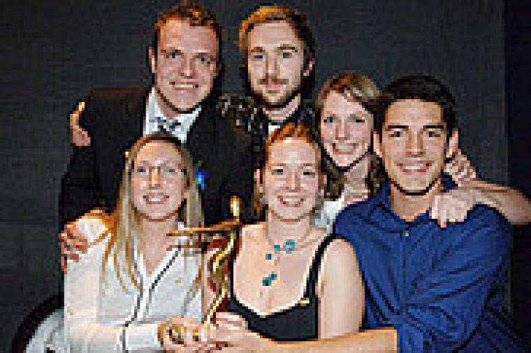 Les membres du GCIUS 2008 : Karine Beaulieu-Desrochers, Stéphanie Lavergne, Kristell Savard, Simon Pelchat (devant), Alexandre Pépin-Ross et William Wilson (à l'arrière).