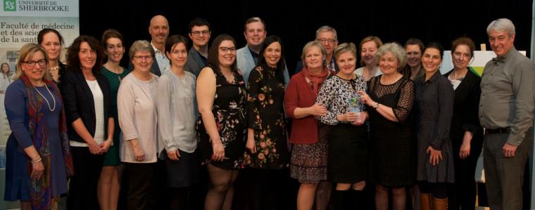 Félicitations à toute l'équipe de l'École des sciences infirmières.Photo prise avant la Covid-19.
