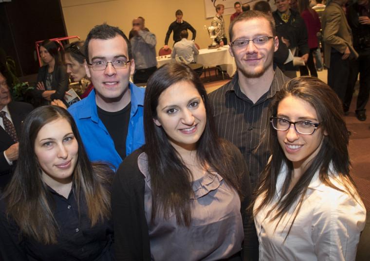 Cinq des six membres de la MCIS2014 qui se rend aux Émirats Arabes Unis du 19août au 1erseptembre.