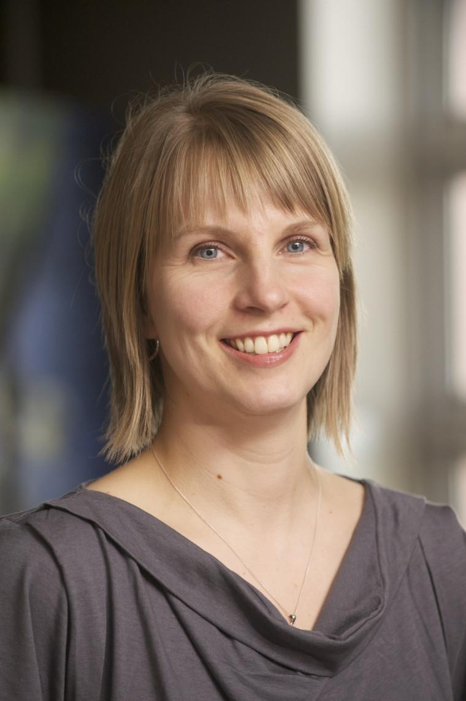 Étudiante en service social, Fiona Neesham-Grenon est aussi assistante de recherche à la Chaire sur la maltraitance envers les personnes aînées de l'UdeS.