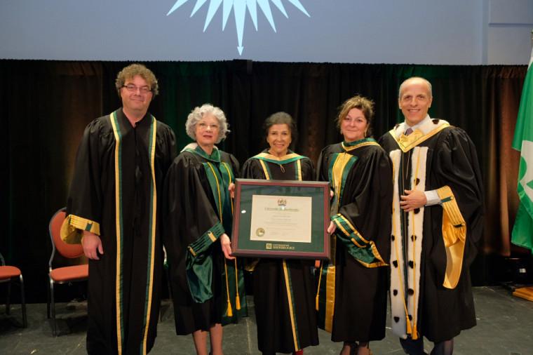 L'Université de Sherbrooke a eu le privilège d'attribuer un doctorat honoris causa à la cinéaste de renommée internationale Alanis Obomsawin, le 15 mars, au Centre culturel.