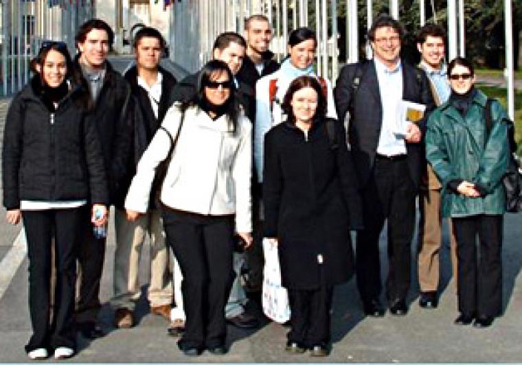 Les étudiants accompagnés de Pierre Binette, professeur et coordonnateur du projet.