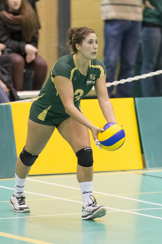 La capitaine Fanny Beaudin et ses partenaires de jeu de l'équipe féminine de volleyball Vert&Or ont subi deux défaites le week-end dernier et sont en position précaire en vue d'une qualification aux séries éliminatoires.