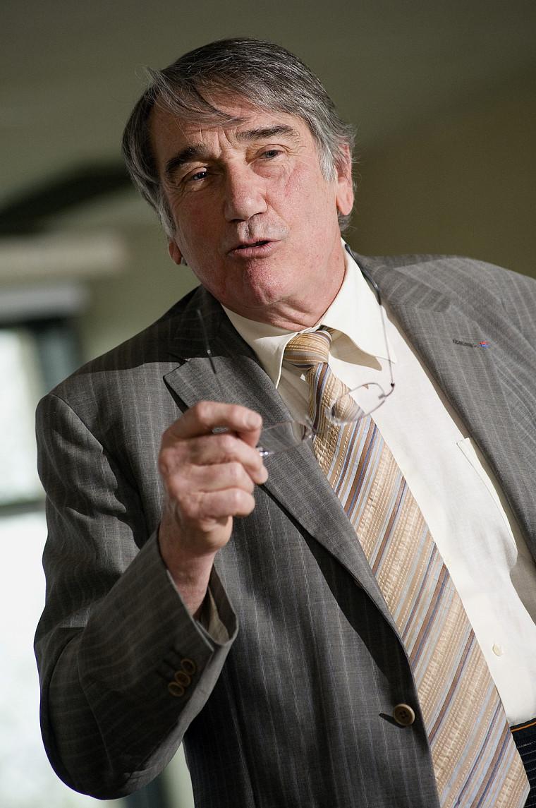 Professeur Bernard Durand.