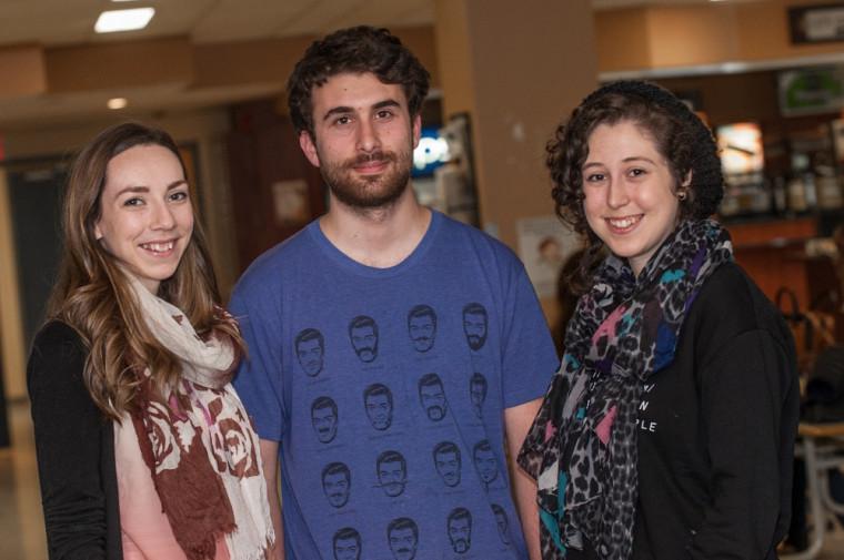 Milca Bibeau, Charles Coupal-Jetté et Marie-Laurence Raby sont les étudiants de l'UdeS derrière la semaine de sensibilisation pour l'accueil des réfugiés syriens