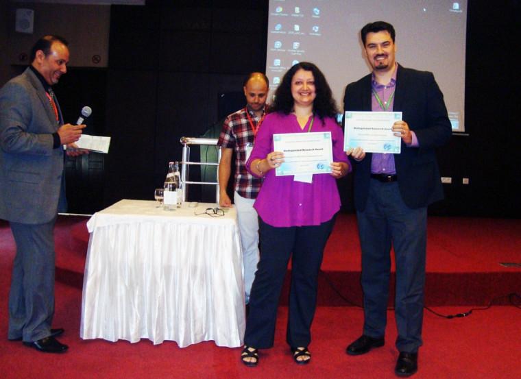 Les professeurs Soumaya Cheikhrouhou et Deny Bélisle, récipiendaires du Distinguished Research Award.
