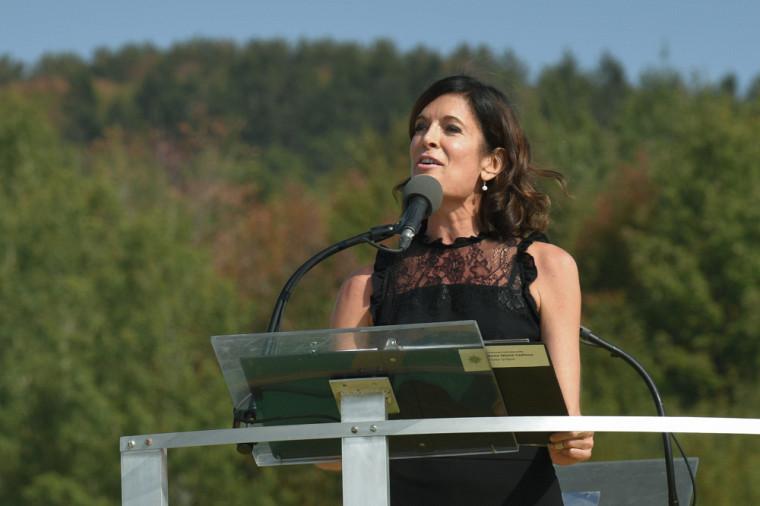 La comédienne Anne-Marie Cadieux a livré avec prestance la magnifique adresse aux diplômés.