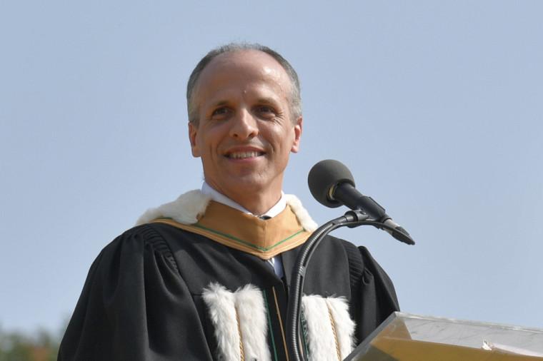 Le nouveau recteur Pierre Cossette présidait sa première cérémonie de collation des grades.
