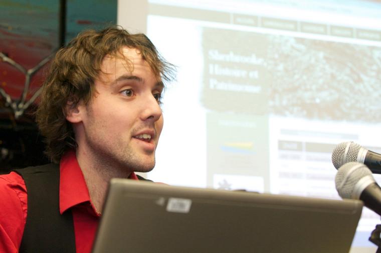 Jonathan Fortin, étudiant en histoire, lors du lancement du projet.