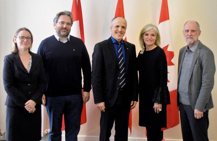 Les représentants de l'UdeS ont été accueillis chaleureusement à l'Ambassade du Canada par la nouvelle ambassadrice Isabelle Hudon.