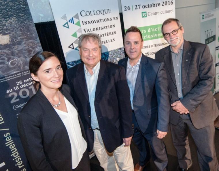 De gauche à droite, Véronique Belley-Vézina, coordonnatrice du CEVMR, Jean-Jacques Caron, commissaire au développement de Valoris, David Létourneau, directeur régional du MÉSI, et Alain Webster, vice-recteur au DD de l'UdeS.