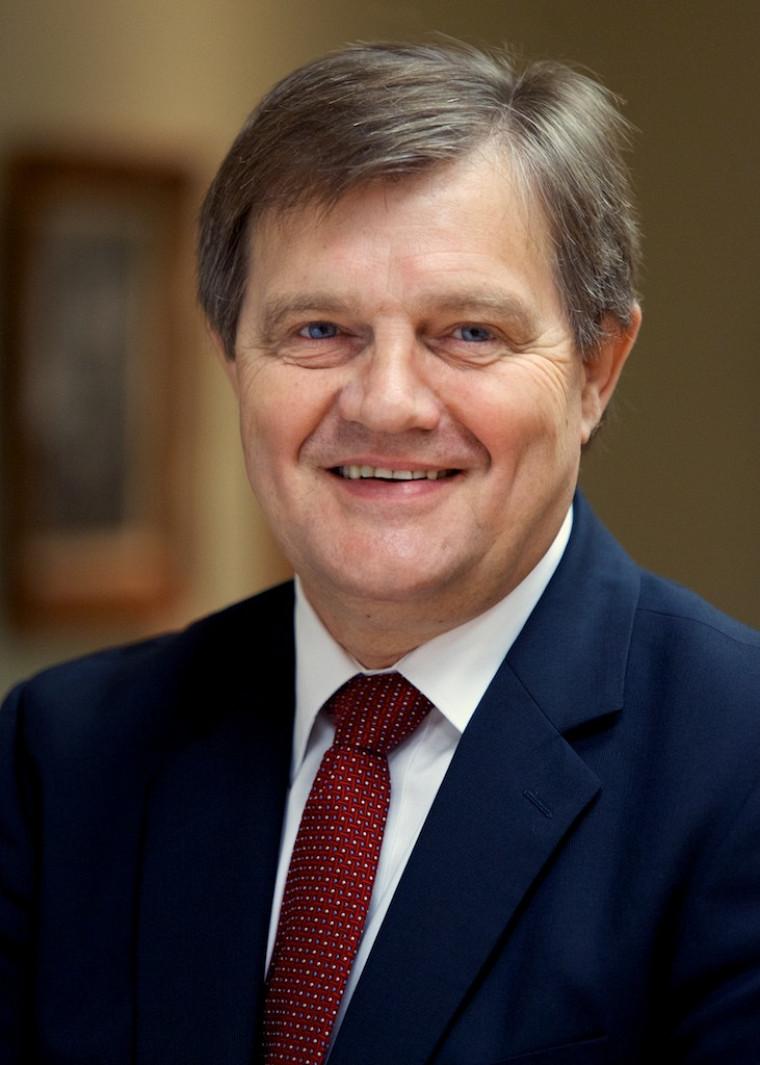 Louis Côté, vice-doyen à la formation exécutive et directeur général du Centre Laurent Beaudoin de la Faculté d'administration de l'Université de Sherbrooke