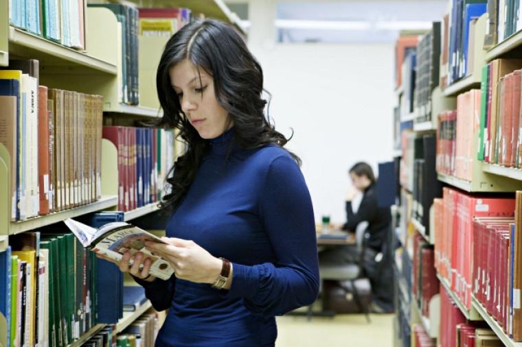Le programme Parents-Bibliothèques permet de garantir l'accès des étudiants aux meilleures ressources documentaires.
