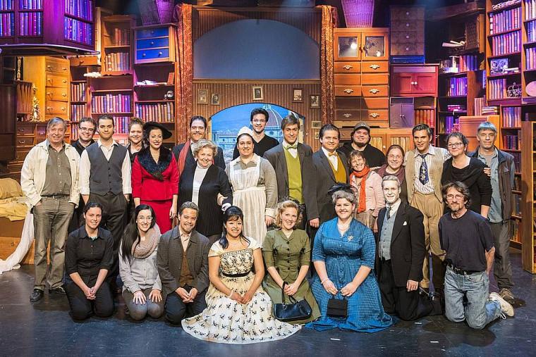 Les membres de la distribution et de la production de l'atelier d'opéra de l'École de musique de l'Université de Sherbrooke.