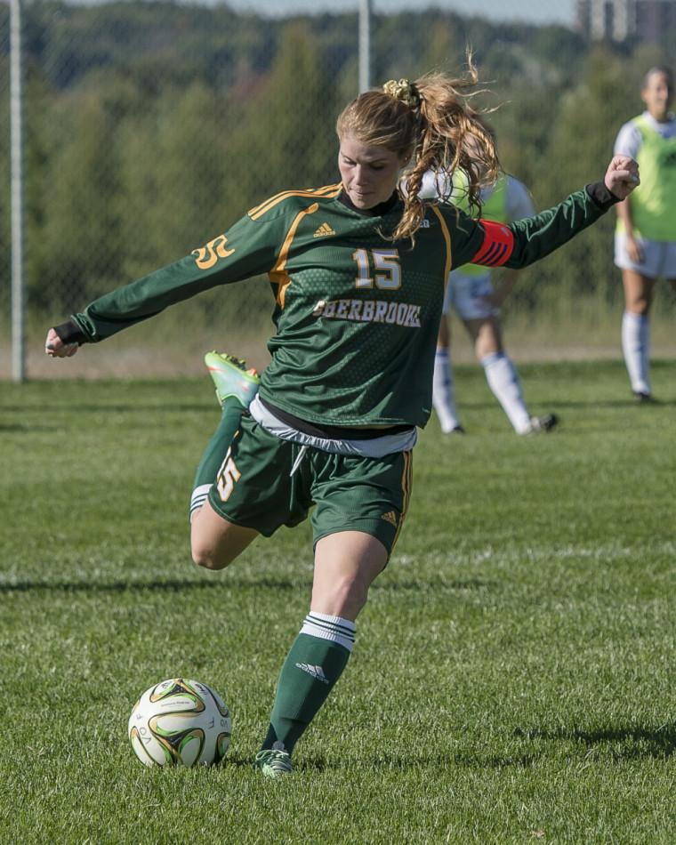 Anne Gauthier-Dussureault et les autres membres de la formation féminine de soccer Vert & Or disputeront deux matchs vendredi soir et dimanche après-midi, dans le cadre du Retour des anciennes et anciens 2016.