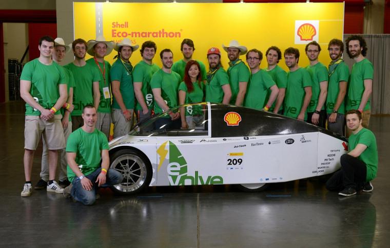 L'équipe du projet de véhicule électrique E-Volve a remporté la 1replace au Shell Eco-marathon Americas.