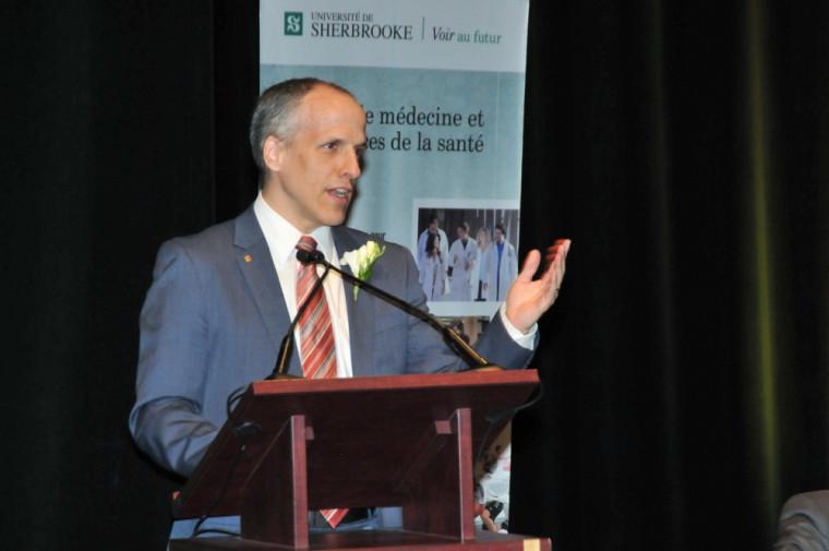 L'assermentation «rappelle aux nouveaux médecins qu'ils sont liés par des obligations légales, morales et éthiques», a mentionné le doyen Pierre Cossette.