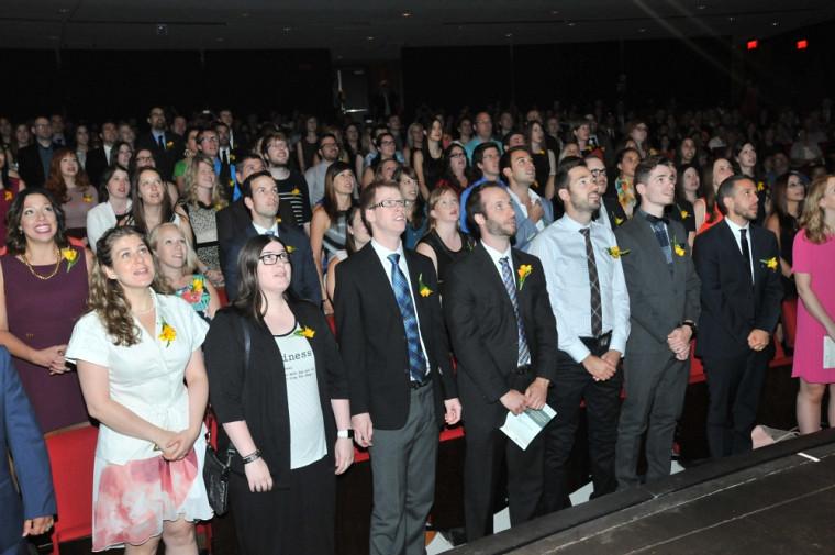 Devant près de 500 invités, 102 finissantes et finissants en médecine ont prononcé leur serment professionnel.