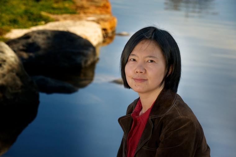 Jie He, professeure à la Faculté d'administration