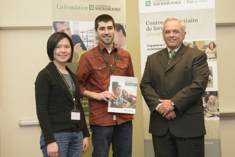 Prix d'excellence pour l'essai - Pre Jie He, directrice d'essai, MM. Jean-Philippe Boyer, récipiendaire et Michel Montpetit.