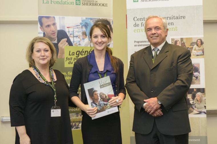 Prix d'excellence pour l'essai - Mesdames Carole Villeneuve, enseignante et directrice d'essai, Maryse Lemay, récipiendaire et M. Michel Montpetit.